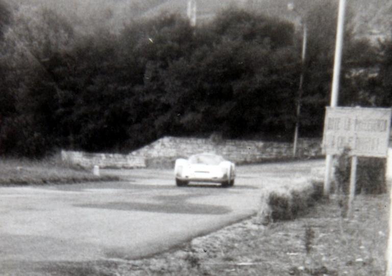 1966 Il vincitore NORIS durante una ricognizione a circuito aperto_a quei tempi si poteva!