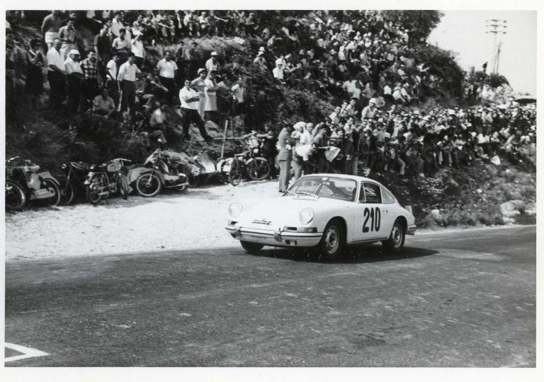 1967 Franco Sobrini su Porsche 912 all'uscita del primo tornante