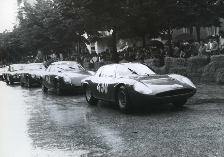 1968 Dik (430) Abarth-Simca 1300 e Antigoni Mirto (442) Alfa Giulietta SZ 1300 bloccati dalla pioggia