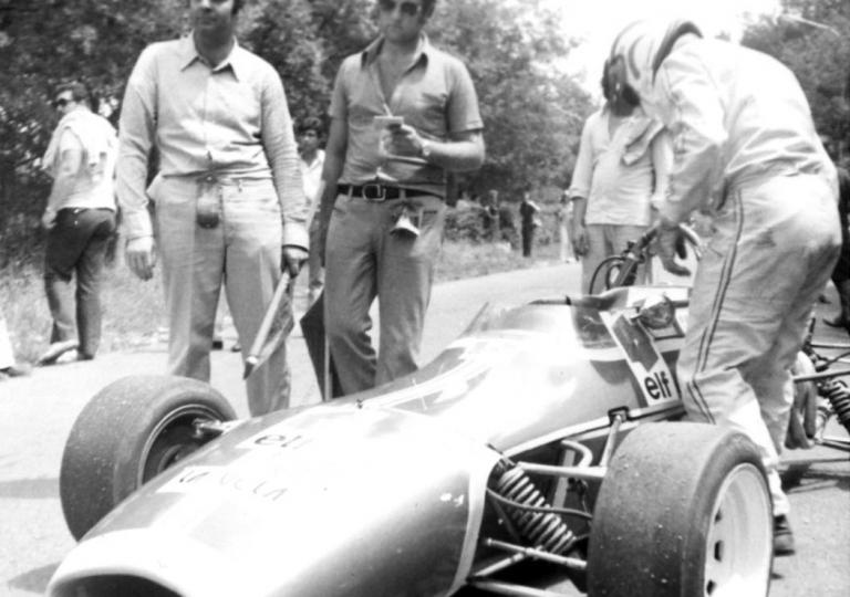 1972 'Franceschiello' lascia la sua Lotus F.3 in parco chiuso