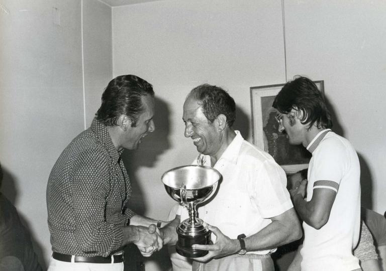 1972 Pietro Laureati festeggiato in premiazione