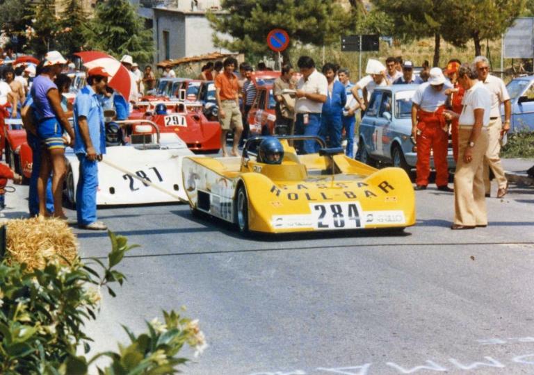 1984 8 'Sassa Roll Bar' alias Emilio Giammiro alla partenza tornata  davanti l'istituto d'arte